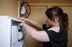 Sähköasentajien työtehtäviin kuuluvat rakennusten sähkö- ja kiinteistöautomaatiojärjestelmien asennukset sekä sähköverkoston asentamiseen ja kunnossapitoon liittyvät tehtävät.