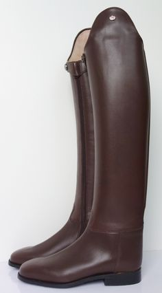 Psst...Want a Killer Deal on Custom Konigs?  Read and comment on the ins-and-outs of ordering custom boots on the new dressage style blog www.SHADBELLY.com.