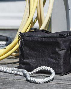 Väskor, ryggsäckar, mössor och kepsar från Blackhill