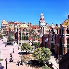 Hospital de Sant Pau, Barcelona (photo by @ohhappybcn)