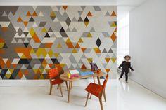 Décorer un appartement avec du papier peint géométrique multicolore - Visit the website to see all pictures http://www.amenagementdesign.com/decoration/decorer-un-appartement-avec-du-papier-peint-geometrique-multicolore/