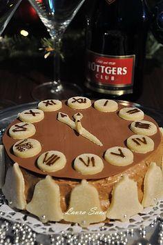 Tort de revelion cu ciocolata si nes | Retete culinare cu Laura Sava - Cele mai bune retete pentru intreaga familie Mai, Gingerbread Cookies, Tiramisu, Ethnic Recipes, Sweet, Desserts, Food, Gingerbread Cupcakes, Ginger Cookies