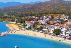 Plaža Potos je peskovita i duga 2 km. Na šetalištu iznad nje se nalazi mnoštvo barova i taverni. Uređena je vrlo lepo, ima udobne ležaljke i suncobrane koji se mogu iznajmiti. #travelboutique #Tasos #Grcka #Greece #putovanje #letovanje #odmor