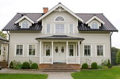 My little DreamHouse: mars 2008 Exterior House Colors, Exterior Design, New England Homes, New Homes, Front Porch Addition, Swedish House, Scandinavian Home, House Front, House Rooms