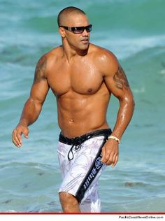 Shemar Moore should play Dante...before going on the boat they stopped and had beers and chowder at his restaurant