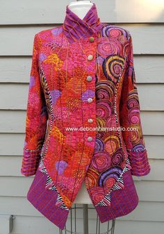 Deb designs projects for sewing including the serger and coverstitch machines. There are also free videos to help you. Vogue Patterns, Coat Patterns, Clothing Patterns, Sewing Patterns, Quilted Clothes, Sewing Clothes, Mode Batik, Jacket Pattern, Quilted Jacket