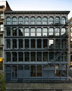 cast-iron building / Judd Foundation - 101 Spring St., NYC