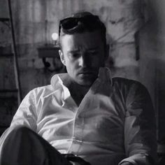 Justin Timberlake - I just wanna keep unbottoning that shirt.....