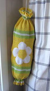 Plastic bag holder. So cute. Crochet Daisy, Love Crochet, Crochet Yarn, Crochet Kitchen, Crochet Home, Joining Crochet Squares, Plastic Bag Crochet, Plastic Bag Holders, Crochet Potholders