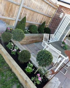 Small garden design - 53 affordable frontyard and backyard garden landscaping ideas 1 Back Gardens, Small Gardens, Outdoor Gardens, Back Garden Design, Backyard Garden Design, Fence Garden, Veg Garden, Yard Design, Balcony Garden