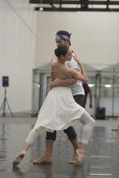 Lightness festival bij #Mediamatic met de Junior Company van Het Nationale Ballet. Overdag openbare repetities en in de avond een presentatie van het nieuwe werk. Foto door Tonnie van Gessel bij de choreographie van Milena Sidorova.