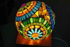 Pelotas Mosaic Garden Art, Mosaic Art, Mosaic Glass, Stained Glass, Mosaic Bowling Ball, Mosaic Bottles, Glass Ball, Painted Rocks, Lanterns