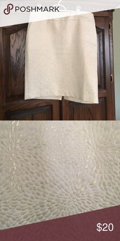 Beautiful cream and gold textured pattern skirt. Beautiful cream and gold textured pattern skirt. Ann Taylor Skirts Pencil