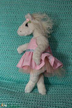 Fehér lovacska - balerina póni (TVAgi) - Meska.hu Monogram, Teddy Bear, Diy, Animals, Products, Bridge Pattern, Do It Yourself, Animales, Bricolage