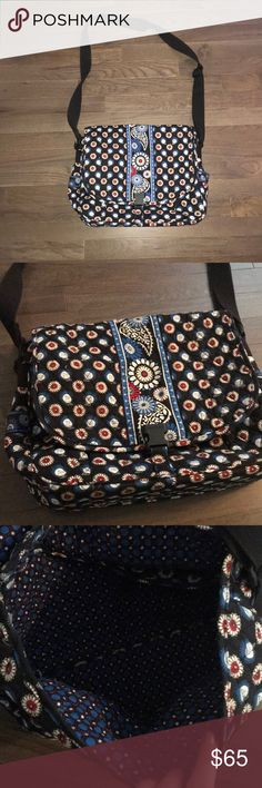 Vera Bradley Cross Body laptop bag In fantastic condition. No stains. No rips. Has plenty of pockets and the strap is adjustable. Vera Bradley Bags