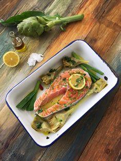 Somon balığı sadece protein açısından zengin bir kaynak değil aynı zamanda vücudumuz tarafından üretilmeyen omega-3 yağ asitleri açısından da çok zengin olan soğuk su balığıdır.En sevdiğim balık türlerinden biridir buğulama,ızgara ve füme her haline bayılıyorum.Özellikle çocukların beslenmesine mutlaka dahil...
