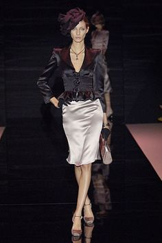 The complete Armani Privé Fall 2005 Couture fashion show now on Vogue Runway.