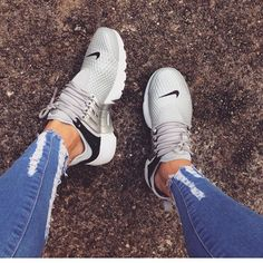 37 Women Sneakers To Look Cool - shoe-porn ♡ - Damenschuhe Cute Shoes, Me Too Shoes, Women's Shoes, Shoe Boots, Roshe Shoes, Nike Roshe, Kicks Shoes, Shoes 2017, Fall Shoes