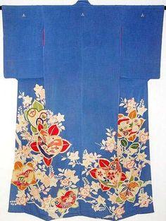 EARLY SHOWA PERIOD (CIRCA 1926) GEISHA BLUE SILK YUZEN SUSOHIKI