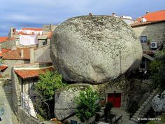 House under a rock, Monsanto