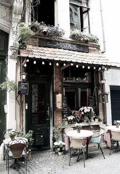 Joli Café A lovely cafe in Pelgrimstraat, Antwerp, Belgium.A lovely cafe in Pelgrimstraat, Antwerp, Belgium. Coffee Shop Design, Cafe Design, Interior Design, Menu Design, Design Design, Café Bar, Modern Restaurant, Restaurant Restaurant, Restaurant Design