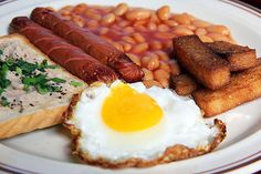 Breakfast like a king. Breakfast Photography, Food Photography, American Breakfast, Recipe Of The Day, Sausage, Meals, English, Meal, Sausages