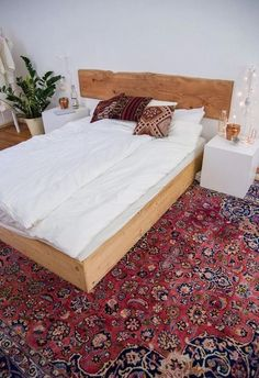 Beds in pallet: 1001 ideas to make an original wooden headboard The post Beds in pallet: 1001 ideas to make a wooden headboard origin … appeared first on Wood Decoration Palette. Furniture, Home Staging, House Styles, Home Decor, Bedroom Inspirations, Bed, Headboard, Wooden Headboard, New Room