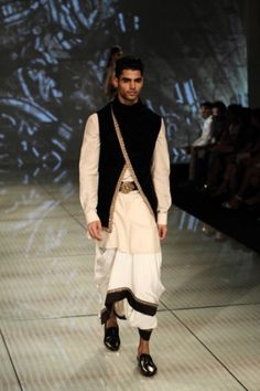Tarun Tahiliani. IBFW 14'. Indian Couture.