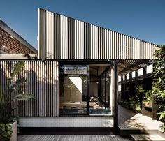 Completed in 2015 in Cremorne, Australia. Images by Tom Blachford & Kate Balli. Light Corridor House is an extension which celebrates the journey through the old to the new. Upon arrival, the property presents itself as a...