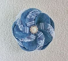 Something blue denim lace flower pearl brooch moms blue gift flower brooch xmas wife trendy denim wedding denim blue brooch denim jewelry - Patchwork fleurs - Denim Flowers, Cloth Flowers, Lace Flowers, Felt Flowers, Fabric Flowers, Denim And Lace, Artisanats Denim, Blue Denim, Denim Fabric