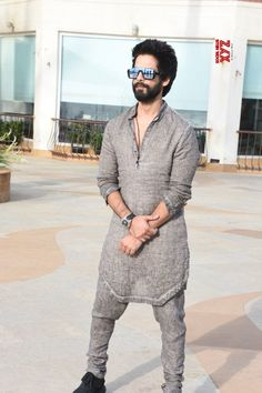 "Mumbai: Media interactions for ""Batti Gul Meter Chalu"" Shahid Kapoor - Social News XYZ Photos: at Media interactions for Trendy Mens Fashion, Indian Men Fashion, Mens Fashion Wear, Punjabi Kurta Pajama Men, Kurta Men, Punjabi Men, Kurta Shirt For Men, Wedding Kurta For Men, Wedding Dresses Men Indian"