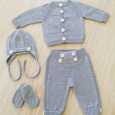 Best 11 Baby overall in Sandnesgarn Duo. The other items in the picture are also available in the booklet but are to be – SkillOfKing. Baby Boy Knitting Patterns, Baby Sweater Knitting Pattern, Baby Patterns, Knitted Baby Outfits, Knitted Baby Clothes, Baby Boy Christening Outfit, Easy Crochet Hat, Baby Pullover, Baby Pants