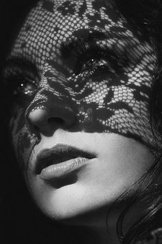 Finest b and w portrait photography shadows. Light And Shadow Photography, Dark Photography, Photography Women, Black And White Photography, Medical Photography, Shadow Portraits, Fotografie Portraits, Kreative Portraits, Creative Portrait Photography