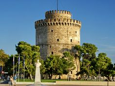 White Tower of Thessaloniki The White Tower of Thessaloniki is a monument and museum on the waterfront of the city of Thessaloniki, capital of the region of Macedonia in northern Greece.