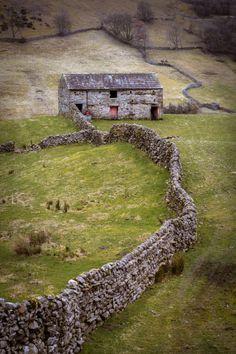 wanderthewood:  Yorkshire Dales England by sophiaspurgin