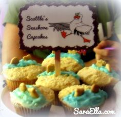 Summer Party Ideas - From sea foam punch to seashore cupcakes!