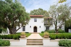 Mediterranean architecture is popular for its natural materials and indoor/outdoor connection. View 18 homes that show how varied the style can be. Small Mediterranean Homes, Mediterranean Living Rooms, Mediterranean Architecture, Landscape Architecture, Spanish Revival Home, Spanish House, Spanish Style, Spanish Colonial, Spanish Exterior
