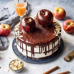 Frisch im Wunderland: ein zimtiges, mit Äpfeln beladendes, mega schokoladiges Törtchen. Träumchen! Happy Sunday. - - - - - New up on the blog: cinnamon apple chocolate cake. So extremely delicious. Happy Sunday! - - - - - #apple #applecake #cinnamon #foodstyling #foodphotography #foodblog #chocolate #chocolatelover #chocolatecake #maraswunderland #foodporn #huffposttaste #ichliebefoodblogs #rezeptebuchcom #yahoofoods #vscofood #tastemade #eeeeeats #heresmyfood #onthetable #feedfeed…