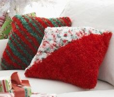 These colorful knit pillow patterns will add the perfect amount of Christmas spirit to your home. Throw these Holiday Cheer Pillows onto a couch or a bed for instant yuletide fun. Christmas Crafts To Make, Christmas Projects, Holiday Crafts, Christmas Ideas, Christmas Yarn, Christmas Gifts, Christmas Decorations, Christmas Pillow, Holiday Decor