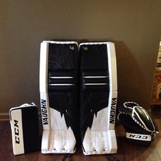 Here's Vaughn V6 Pulse pads with the matching CCM Retro Flex gloves. Very nice…