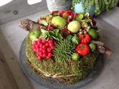 herbstdeko aus naturmaterialien selber machen tisch Tips For Decorating With a Floral Pattern It can Christmas Flowers, Fall Flowers, Fruit Decorations, Autumn Decorations, Table Setting Inspiration, Fall Planters, Container Gardening Vegetables, Deco Floral, Nature Decor