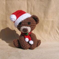 un bel ourson de Noël pour décorer le sapin ou la table ... ou tout simplement une peluche à collection Pièce unique mais je peux en faire d'autres Mary-Land Créations