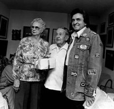 Photo: Johnny Cash with his parents, Mother, Carrie Cash and Father, Ray Cash.