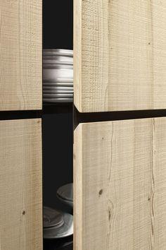 Solid wood high cabinets with oven NATURAL SKIN MONOLITI by Minacciolo | #design Arch. Silvio Stefani, R&S Minacciolo