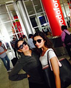 Kareena meets her biggest fan! Look, who we found! Alia Bhatt with her favourite actress Kareena Kapoor Khan. The newbie is a big fan of Bebo and Alia's character 'Kavya Pratap Singh' is also shown as Kareena Kapoor's fan in her upcoming movie, 'Humpty Sharma Ki Dulhania'.  To see more pics click on http://www.biscoot.com/showtym