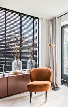 Eethoek bank langs muur en bergruimte nieuw huis for Warme kleuren woonkamer
