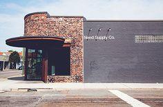 アメリカ発セレクトショップ「ニード サプライ(Need Suly Co.)」が日本に上陸した。日本1号店は東京・渋谷区に2015年10月10日(土)に出店し、続く熊本店は2015年11月28日(土)オ...