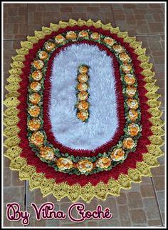 Tapete Brinco de Princesa Crochet Pillow, Crochet Doilies, Crochet Flowers, Tapetes Diy, Tissue Paper Flowers, Crochet Blocks, Doily Patterns, Carpet Design, Table Covers