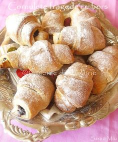 Cornulete fragede cu bors ~ Culorile din farfurie Romanian Desserts, Romanian Food, Snack Recipes, Cooking Recipes, Cheese Danish, Homemade Sweets, French Toast, Muffins, Bread