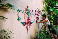 Designer usa crochê para provocar reflexões urbanas
